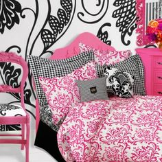 black and pink room----- My daughter wants her bedroom using these colors and a splash of purple!! #perttyinpink #whereisyoungamerica