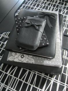 Tee-se-itse-naisen sisustusblogi: Fabric Covered Notebooks And iPhone Case Made Out Of Recycled Leather