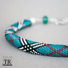 Жгут Барберри из делики Crochet Beaded Bracelets, Bead Crochet Rope, Seed Bead Bracelets, Diy Crochet, Seed Beads, Crochet Necklace, Beaded Necklace, Beadwork, Beading