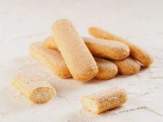 Ingrédients A partir de 12 mois (pour une douzaine de biscuits)  150 g de farine 1 Oeuf battu 50 g de beurre pommade 40 g de miel 1 gousse de vanille Préparation: Préchauffer le four à 180° (th.6). Mélanger énergiquement à la maryse le miel, la gousse de vanille et le beurre pommade. Ajouter …