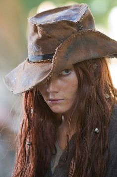 """Clara Paget playing the famous lady pirate Anne Bonny, in Starz """"Black Sails"""". She takes women in hats to a brand new level! And the side eye. She gives the best side eye. Black Sails Tv Series, Black Sails Starz, Pirate Woman, Pirate Life, Lady Pirate, Clara Paget, Golden Age Of Piracy, Mode Costume, Pirate Hats"""