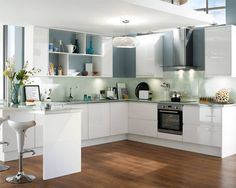 Gloss White Integrated Handle - Gloss Integrated Handle - Kitchen Families - Kitchen Collection - Howdens Joinery