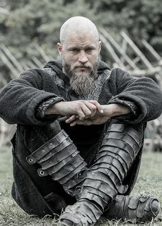 Ragnar (Travis Fimmel) Why do they make him uglier and uglier?? I mean he's the only person who can still look hot af even he looks like he havent showered for a year, but ya know. :D