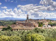 Etruskische Mauern und ein bezauberndes historisches Zentrum, das ist Perugia, Stadt der Schlemmer und der Künstler sowie Regionalhauptstadt Umbriens. Perugia ist auch ein kultureller Ort per excellence, da sich hier zwei wichtige Universität befinden, die Università degli Studi, die 1308 gegründet wurde und die Ausländeruniversität, die größte Italiens.  © italia.it