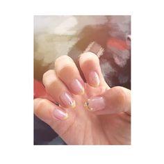 ┆₂₀₁₇ ₈ ₃💅★* 。 爪がボロボロになったので またまたシンプルなnailに♩ 。 ゴールドの細フレンチ*̣̩⋆̩* 。 柄にもなくloveのシールを🤣💓 。 長い方が可愛いけど 短い方が生活しやすい🤣 。 。 #nail#ジェルネイル#セルフネイル#ゴールド#細フレンチ#love