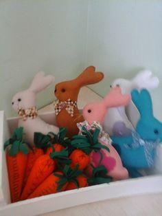 Coelhos e cenouras....em feltro... Art com retalho.....