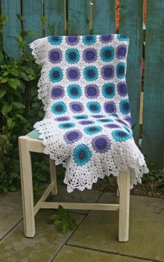Fifty Shades of 4 Ply: Retro Flowers Banket