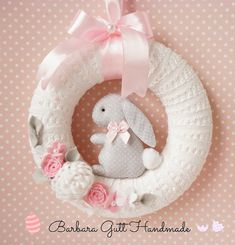 51 Super Ideas For Holiday Crafts Easter Baby Shower Crochet Wreath, Felt Wreath, Craft Stick Crafts, Felt Crafts, Bunny Crafts, Holiday Crafts, Holiday Fun, Diy Ostern, Easter Wreaths