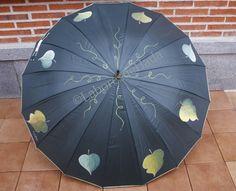 Paraguas verde decorado con hojas