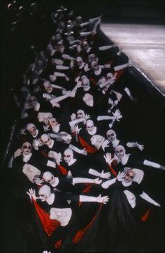 Macbeth,2012. Coordinamento regia, scene e costumi di Stefano Trespidi, Direttore Omer Meir Wellber.