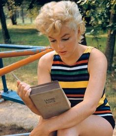 Marilyn reading Joyce's Ulysses