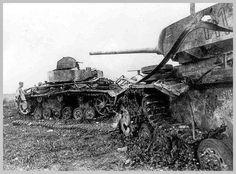 A Maior batalha de tanques da História - A Operação Cidadela e a Batalha de Kursk - História Ilustrada Dois tanques alemães destruídos na batalha de Kursk (à esquerda um Panzer IV e a direita um Panzer III). (Reprodução/gallimafry.blogspot.com.br)