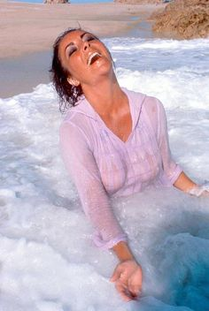 Elizabeth Taylor in love with sea and love and life.