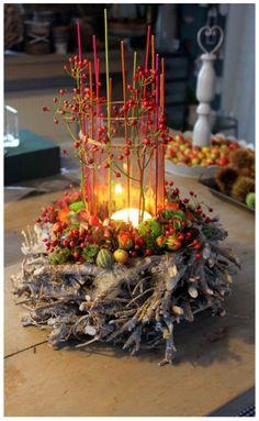 Herbst- und Adventskranz Autumn and Advent wreath Autumn and Advent wreath For other models, you can Christmas Home, Christmas Wreaths, Christmas Crafts, Christmas Decorations, Xmas, Art Floral Noel, Flower Decorations, Table Decorations, Advent Wreath
