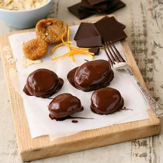 How to make dark chocolate covered figs, fantastic Valentine's Day edible gift idea.
