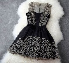 Looks like something Queen Mary would wear on Reign!
