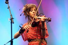 nouvel album musical et tournée pour cette virtuose du violon Lindsey Stirling ==> http://ma-musique-communautaire.com/violoniste-lindsey-stirling-et-son-denier-album/