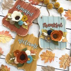 fall beadboard signs with felt flowers Sola Wood Flowers, Felt Flowers, Fabric Flowers, Paper Flowers, Fall Crafts, Diy And Crafts, Paper Crafts, Diy Projects To Try, Craft Projects