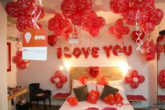 Best Romantic Room Decoration ideas for an unforgettable evening. Surprise your partner with our exciting romantic room decor & set up just for you two. Husband Valentine, Valentines Art, Valentines Day Gifts For Him, Valentine Decorations, Balloon Decorations, Superhero Party Food, Romantic Room Decoration, Anniversary Parties, Anniversary Decorations