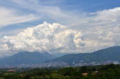 Bucaramanga, COLOMBIA. Foto tomada desde la ladera norte de la Mesa de Ruitoque