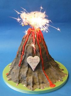 Another Volcano to help for tomorrow Dino Cake, Dinosaur Cake, Dinosaur Party, Dinosaur Birthday, Halloween Birthday, Boy Birthday Parties, 5th Birthday, Birthday Ideas, Luau Desserts