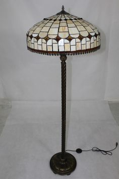 #Buntglas#Tiffany#Lampe Table Lamp, Lighting, Design, Home Decor, Environment, Stained Glass, Deko, Homes, Nice Asses
