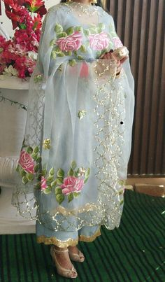 Fabric Painting On Clothes, Dress Painting, Painted Clothes, Pakistani Dresses Casual, Indian Fashion Dresses, Dress Indian Style, Embroidery Suits Punjabi, Embroidery Suits Design, Embroidery Dress