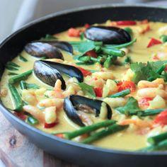 Hjernemat: Kokoskarri fra havet – Berit Nordstrand Healty Dinner, Paella, Thai Red Curry, Food And Drink, Ethnic Recipes, Inspiration, Biblical Inspiration, Inspirational, Inhalation