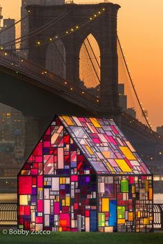 chillypepperhothothot: Tom Fruin's Stained Glass House Installed at Brooklyn Bridge Park by Bobby Zucco Stained Glass Designs, Stained Glass Art, Stained Glass Windows, Glass Photography, Scenic Photography, Night Photography, Landscape Photography, Verre Design, Brooklyn Bridge Park