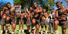 South African People Dancing Here, dance troupe. South African Tribes, Africa Tribes, Africa Flag, Kenya Africa, Zulu Dance, Cultural Dance, African Dance, African Drum, English Girls