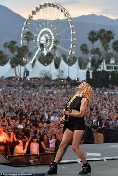 Ellie Goulding performing at Coachella via MailOnline Lollapalooza, Festival Outfits, Festival Fashion, Ellie Goulding Concert, Palm Springs, Coachella 2014, Pop Magazine, Outdoor Theater, Coachella Valley