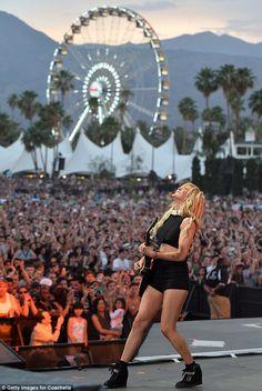 Ellie Goulding performing at Coachella via MailOnline Lollapalooza, Ellie Goulding Concert, Palm Springs, Coachella 2014, Pop Magazine, Outdoor Theater, Coachella Valley, Indie, Hip Hop