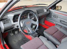 Historia del Peugeot 205 GTI se representa como la salvación de un fabricante, un rival para el principal competidor de Peugeot y toda una leyenda de... Peugeot 205 Gti, Fiat Uno, Suzuki Swift, Mk1, Cars And Motorcycles, Porsche, Cars, Historia, French People