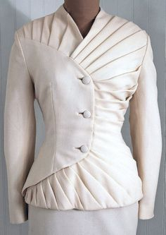 Lilli Ann Paris-Loomed Designer-Couture Label *Winter-White Exquisite Fully-Lined Light-Weight Silk-Crepe *Seductive Asymmetric Chic Outfits, Fall Outfits, Fashion Outfits, Womens Fashion, Fashion Trends, Woman Outfits, Couture Details, Fashion Details, Fashion Design