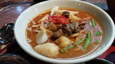 This is my much-delayed share of the curry laksa recipe as supplied by Grand Hyatt KL. Learn how to make this unforgettable dish in a quick and easy way. Healthy Canned Soups, How To Make Curry, Laksa Recipe, Curry Laksa, Malaysian Food, Malaysian Recipes, Thai Red Curry, Beef, Asian