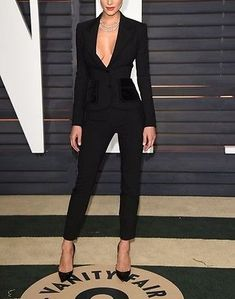 Nach den Oscars ist es die Afterparty: Hannah Davis arbeitet im schwarzen Anzug - Outfit.GQ After the Oscars, it's the after party: Hannah Davis works in a black suit working outfits Fashion Over 50, Look Fashion, Fashion Outfits, Fashion Design, Fashion Trends, Feminine Fashion, Fashion Ideas, Gothic Fashion, Fashion 2017
