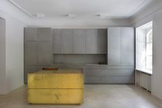 Kitchen in grey Valchromat, concrete and brass. Gold and grey apartment - Designed by Studio Richard Lindvall Brass Kitchen, New Kitchen, Kitchen Decor, Kitchen Grey, Kitchen Island, Kitchen Dining, Kitchen Cabinets, Beton Design, Küchen Design