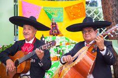 Mariachis by Delicious Altar de muertos para Frida  Foto: Vicente Lobato