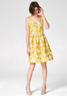 HALLHUBER Trägerkleid aus Jacquard im Ackermann Online Shop #Tropic #Sommer #Mode Longsleeve, Overall, Yellow Dress, Rock, Preppy, Ready To Wear, Fashion Dresses, Summer Dresses, How To Wear