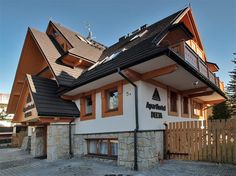 Pięknie prezentujący się kompleks aparthotelowy Delta Park w centrum Zakopanego (200 m od Krupówek).