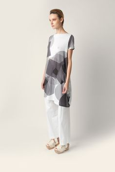 Soft jersey top Malloni with short sleeves, boat neckline. Made of jersey with geometrical pattern print.