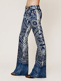 Discharge Bali Flare at Free People Clothing Boutique I WANT these jeans! Painted Jeans, Painted Clothes, Bohemian Mode, Hippie Boho, Gypsy Chic, Boho Chic, Denim Fashion, Boho Fashion, Mode Cool