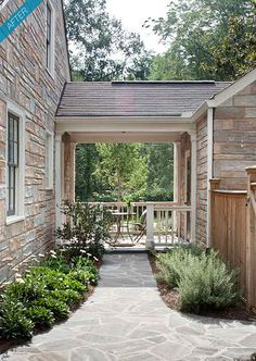 gosh i love a breezeway.  plus flagstone?  win.