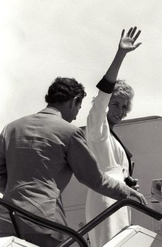 1989-11-07 Diana and Charles bid farewell to Jakarta, Indonesia, as they board their aircraft to Hong Kong