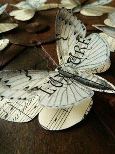 Trendy Diy Paper Butterflies Tutorials Book Pages Butterfly Template, Butterfly Decorations, Butterfly Crafts, Butterfly Art, Diy Paper, Paper Art, Paper Crafts, Paper Butterflies, Beautiful Butterflies