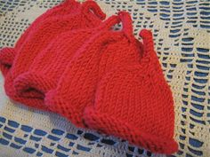 Hissy Stitch, a Knitting and Needlework Blog: Eenie, Meenie, Minie, Moe: Lots of cute premie hats to go! (with free pattern)