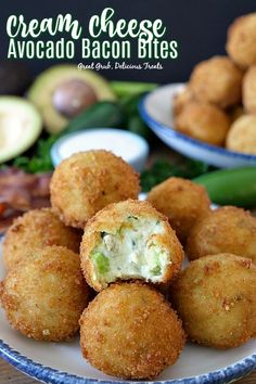 Cream Cheese Avocado Bacon Bites- Cream Cheese Avocado Bacon Bites are loaded with avocados, bacon, cheese, onions, cilantro and fried to perfection. Bacon Appetizers, Great Appetizers, Appetizer Recipes, Cream Cheese Appetizers, Homemade Italian Meatballs, Sante Plus, Yummy Treats, Yummy Food, Stuffed Jalapenos With Bacon