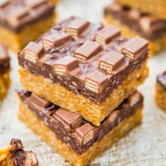 Chocolate Peanut Butter Kit Kat Crunch Bars recipe: Try this Chocolate Peanut Butter Kit Kat Crunch Bars recipe, or contribute your own. Rice Crispy Treats, Krispie Treats, Rice Krispies, Chocolate Peanuts, Chocolate Peanut Butter, Kit Kat Recipes, Easy Desserts, Dessert Recipes, Baking Recipes