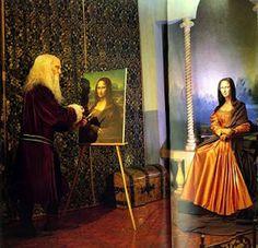 Mona sendo desenhada por Leonardo Da Vinci