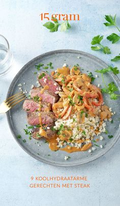 Zin in een lekker stukje steak, maar wil je ook een gezonde maaltijd eten? Wel, dat kan! Want biefstuk zelf, is namelijk zelf mager vlees. Serveer er veel groenten bij en vervang de frieten door een koolhydraatarm alternatief, zoals bijvoorbeeld pastinaakfrietjes uit de oven. Dan kan dat botersausje er zelfs nog bij. #steak #lowcarb #koolhydraatarm #veelgroentjes Fajitas, Risotto, Curry, Healthy Recipes, Dinner, Ethnic Recipes, Food, Dining, Curries